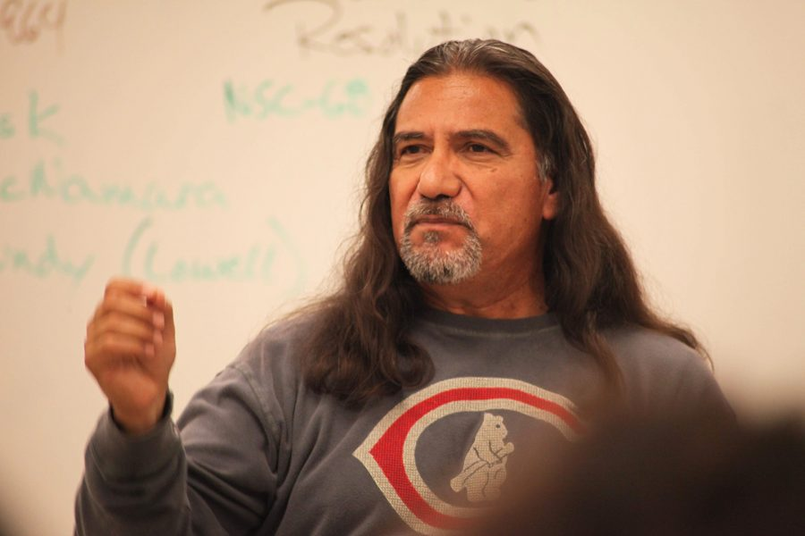 Dr. Raul Chavez teaches his History 40 class on May 24. Photo credit: Abraham Navarro/SAC.Media.