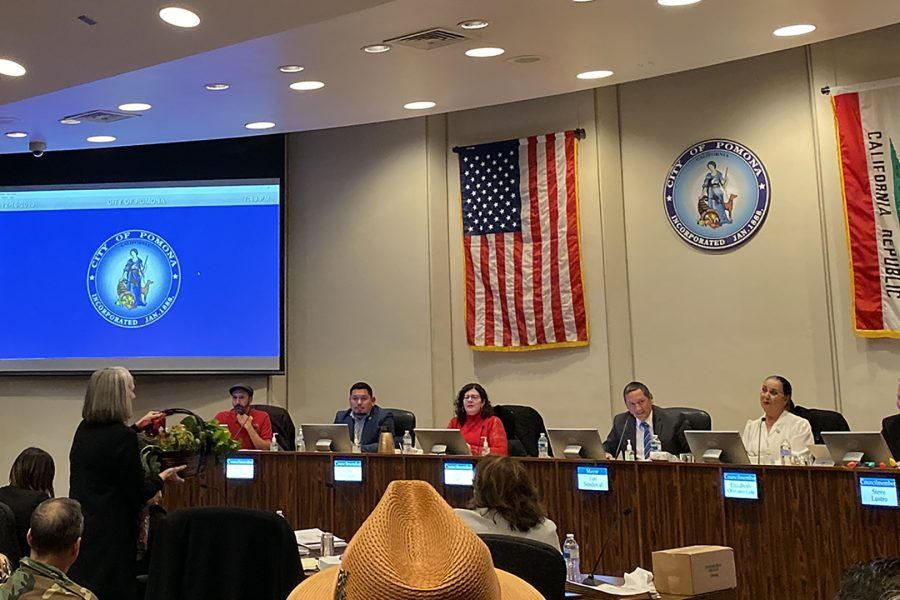 Retiring+city+manager+Linda+Lowry+speaks+at+the+Pomona+City+Council+meeting+on+Dec+16%2C+2019.+Photo+credit%3A+Lily+Lopez%2FSAC.Media.