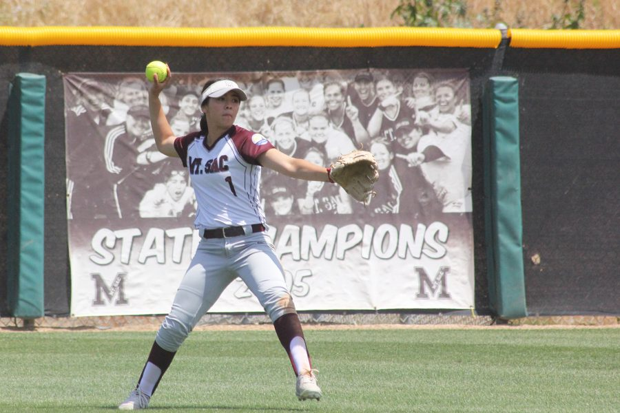 Ally+Longtree%2C+played+outfield+during+the+game+against+Curritos+on+May+3+at+Mazmanian+Field.+Photo+credit%3A+Lauren+Berny%2F+SAC.Media