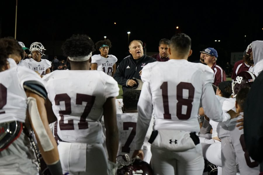 Mt.+SAC+Football+Coach+Bob+Jastrab+speaks+to+the+team+in+a+huddle+after+the+Southern+California+Football+Association+Southern+Regional+Semifinal+against+Riverside+Community+College+on+November+23%2C+2019.+Photo+credit%3A+Andre+Tinoco%2FSAC.Media.