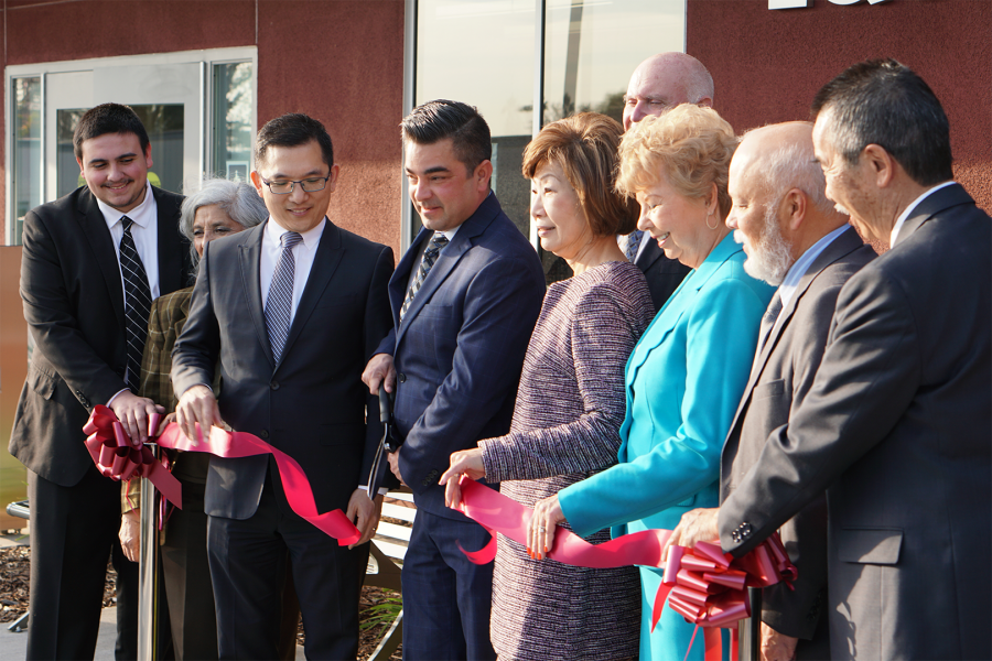 Robert+Hidalgo+and+the+Board+of+Trustees+officially+cut+the+ribbon+of+the+Student+Equity+Center.+Photo+Credit%3A+Joshua+Sanchez%2FSAC.Media.