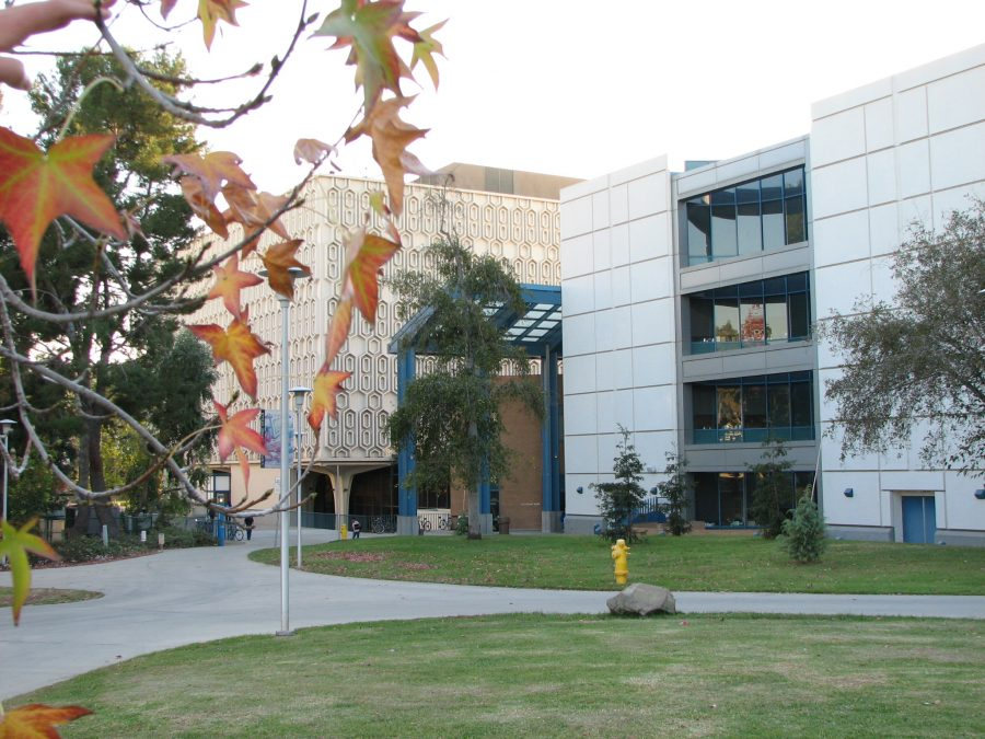 The Pollak Library at Cal State Fullerton. Photo courtesy of the CSUF Pollak Library on Flickr. License: https://creativecommons.org/licenses/by-nc-sa/2.0/legalcode