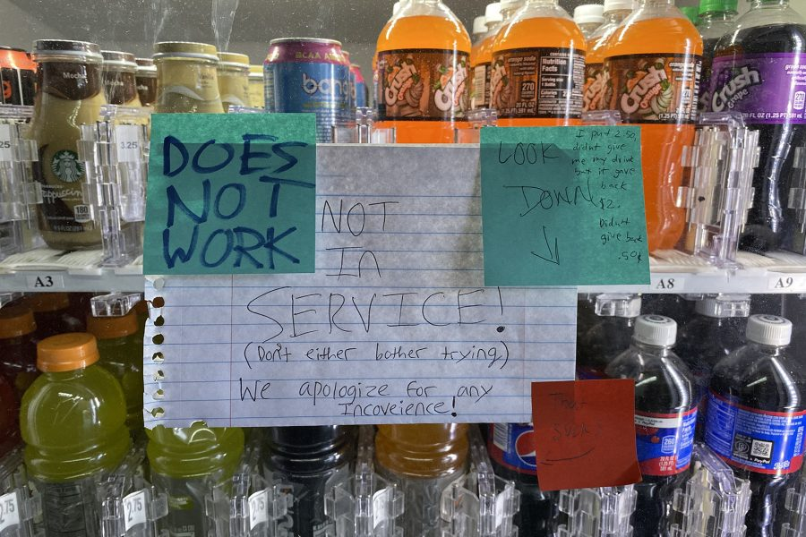 A sign bears the bad news of a nonfunctioning vending machine alongside small frustrated messages from students. Photo credit: Lily Lopez/SAC.Media.