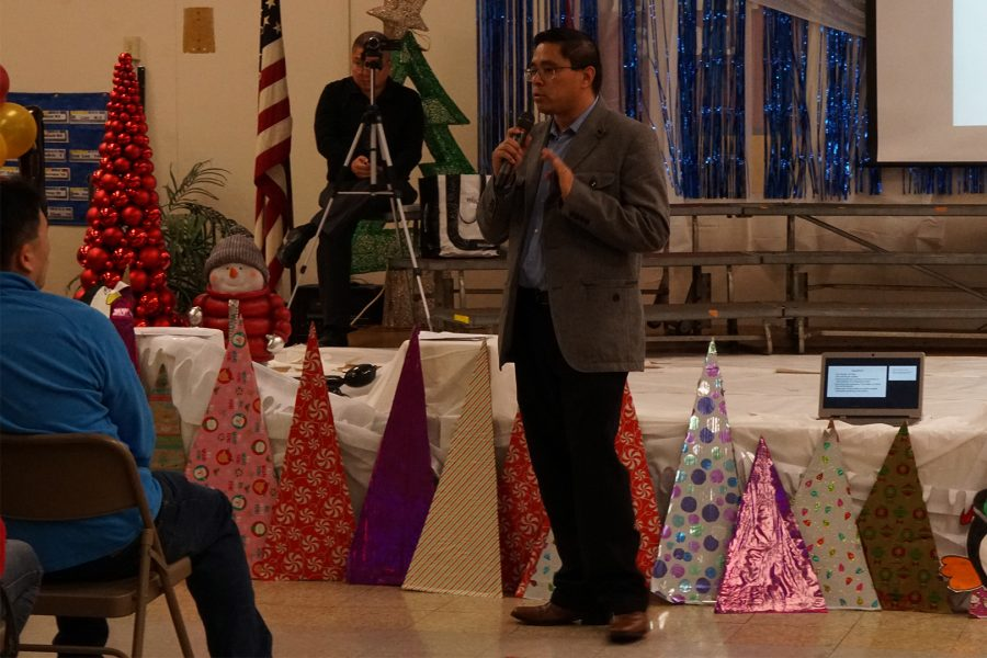 Lee Andrews Group Vice President Ricardo Mendoza asks residents to keep their questions aimed at parts of the draft EIR at Wedgeworth Elementary on Dec. 14. Photo credit: Joshua Sanchez/SAC.Media.