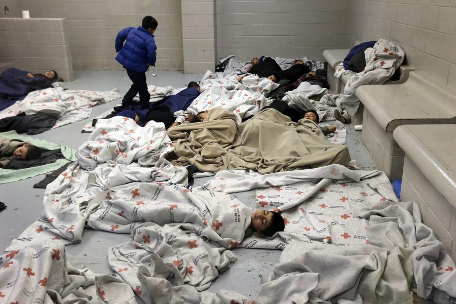 Detainees+sleep+in+a+holding+cell+at+a+U.S.+Customs+and+Border+Protection+processing+facility+in+Brownsville%2C+Texas+June+18%2C+2014.+REUTERS%2FEric+Gay+