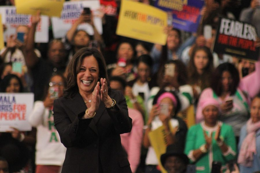 Kamala+Harris+smiles+and+claps+as+everyone+in+the+crowd+cheers+when+she+walks+on+stage+at+her+event%2C+Kamala+Harris+for+the+People+on+May+19%2C+2019.+Photo+credit%3A+Lauren+Berny%2F+SAC.Media.