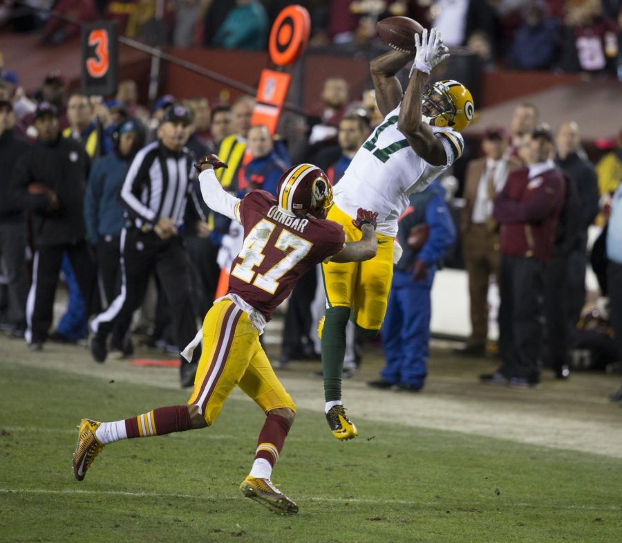 Davante Adams goes up for a catch on Jan. 10, 2016 against the Washington Football Team in the 2015-2016 NFC Wild Card game.
