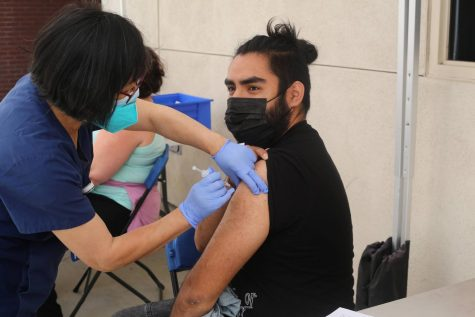 Luis Mendoza receives his vaccine at Mt. SAC on April 8 2021. Photo credit: Abraham Navarro/SAC.Media.