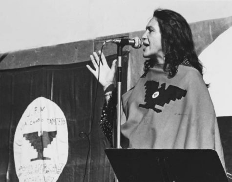 American labor activist and co-founder of the United Farm Workers of America (UFW) Dolores Huerta speaks on stage during a UFW rally, California, 1975 or 1976. She wears a poncho with the UFW logo. (Photo by Cathy Murphy/Getty Images)