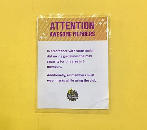 Social distancing sign at Planet Fitness. Photo by SAC Media